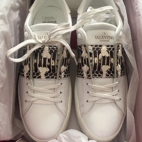 a71e52df85d9 Valentino White Leather Snake Sneaker 37 New